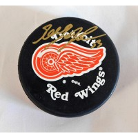 Greg Johnson Detroit Red Wings Signed Hockey Puck JSA Authenticated